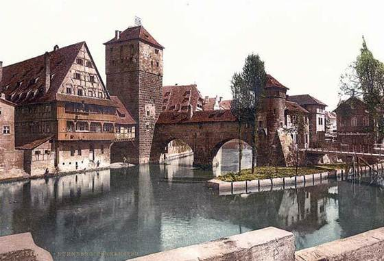 http://www.old-picture.com/europe/pictures/Nuremberg-Bavaria-001.jpg