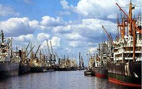 http://www.lodging-germany.com/info/Bremen/images/bremen-harbour.jpg
