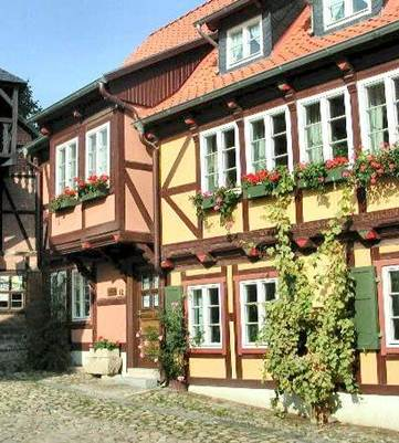 http://www.sights-and-culture.com/Germany/Quedlinburg-house-1521.jpg