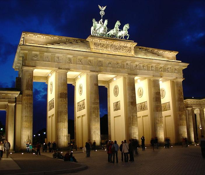 File:Brandenburger Tor Nachts.JPG