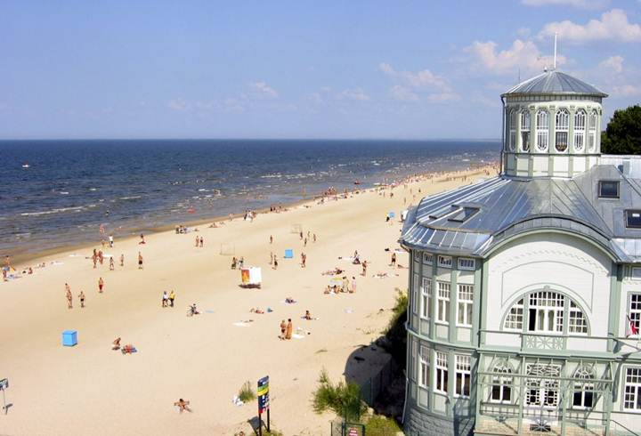 Description: http://www.n-tv.de/img/93/937577/O_1000_680_680_Jurmala-strand.jpg