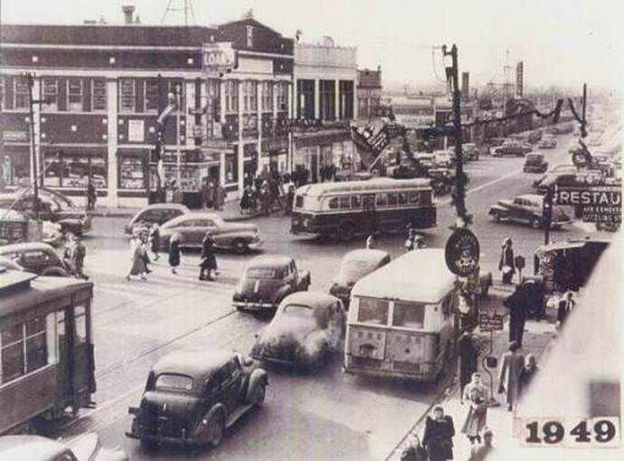 PHOTO - CHICAGO - GRAND AND HARLEM INTERSECTION - HEAVY TRAFFIC - SEPIA - APPEARS TO BE CHRISTMAS SEASON - 1949 - FROM NW CHICAGO HISTORY SITE