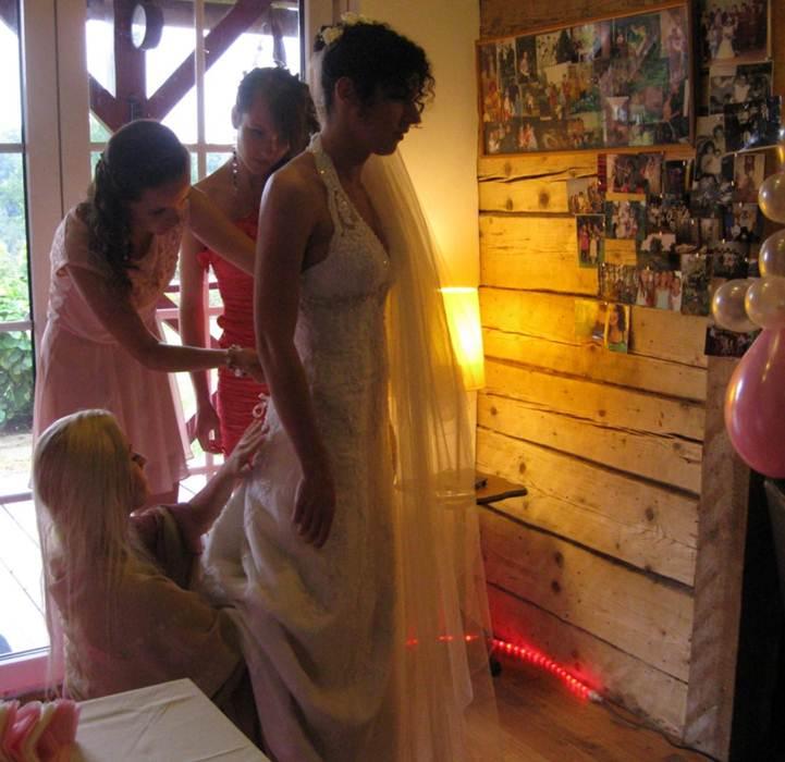 Description: C:\Users\Aage\Downloads\Bride getting ready.JPG