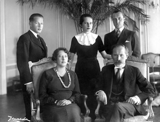 Description: President Antanas Smetona and his family: wife Sofija Smetonienė, son Julius, daughter Marytė Smetonaitė-Valušienė, and son-in-law Aloyzas Valušis