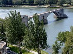http://upload.wikimedia.org/wikipedia/commons/thumb/2/21/Pont_d%27Avignon_from_above.JPG/200px-Pont_d%27Avignon_from_above.JPG