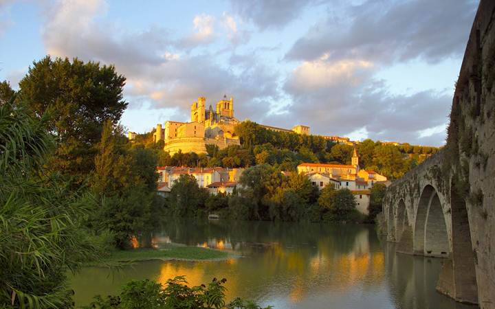 http://www.citypictures.org/data/media/218/Cathedral_of_Saint-Nazaire_Languedoc-Roussillon_France.jpg