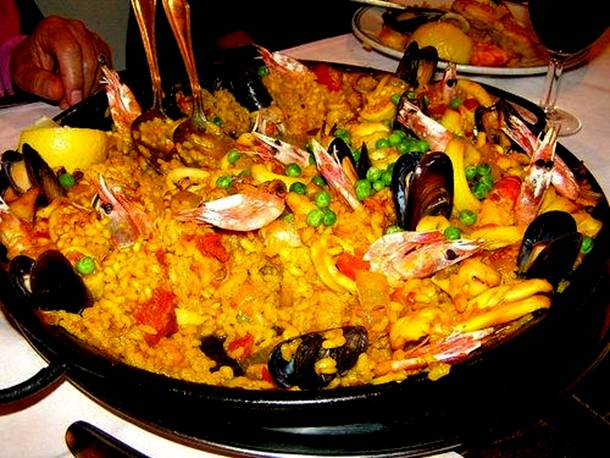 http://www.funfused.com/wp-content/uploads/2011/12/paella.jpg