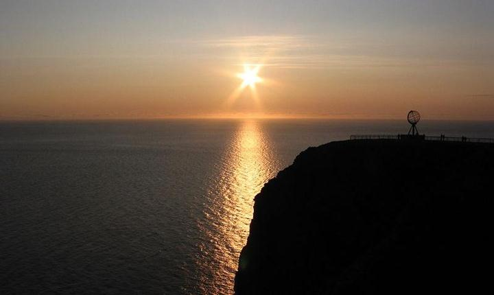 File:Midnight sun.jpg