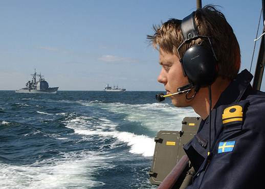 File:Swedish Navy Officer during BALTOPS 2003.jpg