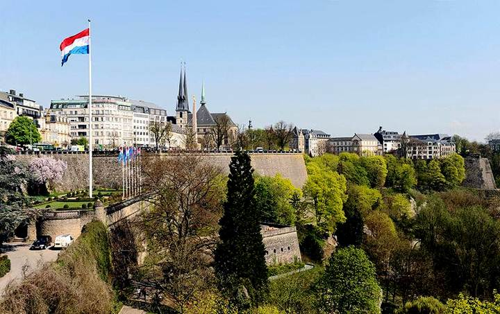 File:Luxembourg Fortress from Adolphe Bridge 02 c67.jpg