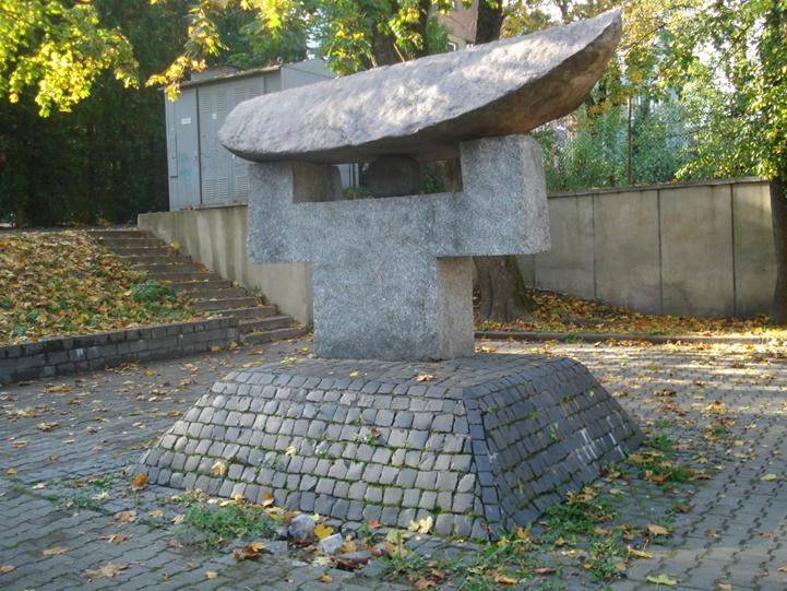 http://upload.wikimedia.org/wikipedia/commons/e/e6/Chiune_Sugihara_monument_in_Vilnius2.JPG